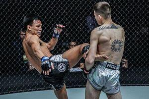 Võ sĩ muay Thái gãy tay kinh hoàng vì dính đòn quật ngã của đối thủ