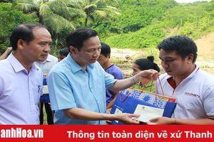 Bộ trưởng Bộ LĐTB&XH Đào Ngọc Dung thăm, tặng quà người dân vùng lũ Quan Sơn