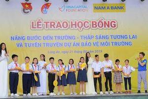 Nam A Bank trao học bổng cho học sinh tỉnh Long An