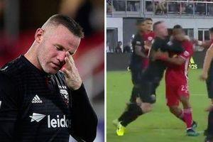 Đánh cùi chỏ đối phương, Wayne Rooney nhận thẻ đỏ thứ 2 tại MLS