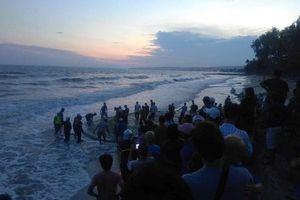 Đã tìm thấy 4 nạn nhân bị sóng cuốn mất tích ở Bình Thuận