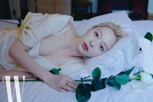 Hot girl nổi loạn xứ Hàn siêu quyến rũ với phong cách Lolita gợi cảm