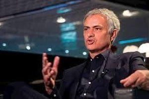 MU bị chê cười, Mourinho chờ ngồi 'ghế nóng' PSG