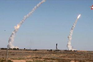 Xem quân đội Nga phóng hàng loạt tên lửa 'khủng' hủy diệt mục tiêu