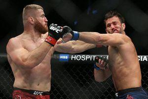 Chiêm ngưỡng cú đấm 'trời giáng' khiến võ sĩ UFC biến dạng khuôn mặt