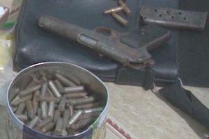 Nghi phạm tàng trữ ma túy và súng K54 trong nhà