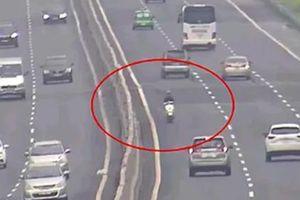 Tạm giữ phương tiện, tước GPLX thanh niên đi xe máy ngược chiều trên cao tốc Hà Nội - Hải Phòng