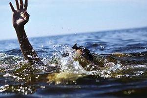 Hải Dương: Đi tắm cùng nhóm bạn, bé trai 11 tuổi đuối nước trong bể bơi