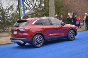 Ford Escape 2020 chốt giá từ 605 triệu đồng, quyết đấu Mazda CX-5, Honda CR-V