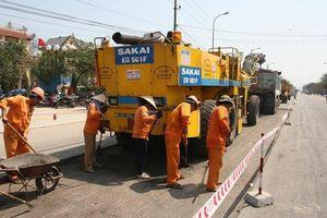 Khẩn trương đề xuất, báo cáo Thủ tướng phương án thu phí sử dụng đường bộ