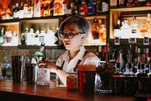 Bartender mẹ đơn thân: 'Người tạo ra những ly cocktail chính là người đã cãi nhau với nỗi cô đơn'