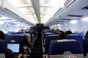 Phát hiện một hành khách Trung Quốc lấy trộm số tiền lớn trên máy bay