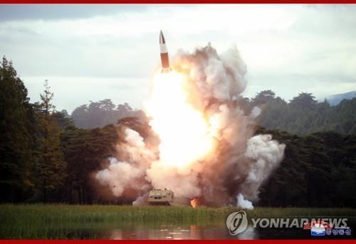 Triều Tiên bắn tiếp hai tên lửa, căng thẳng leo thang