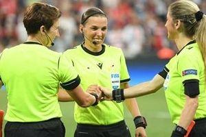 Nữ trọng tài đầu tiên điều khiển Cup UEFA
