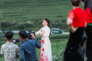 Ca sĩ Đinh Trang lên Mù Cang Chải quay 'Bài ca hy vọng'