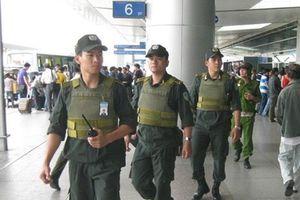 'Cò taxi' lăng mạ, phun nước bọt nhân viên an ninh sân bay Nội Bài