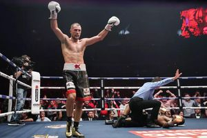 Kovalev thắng KO Yarde 'không sợ súng' ở trận đại chiến tại Trung tâm triển lãm… máy kéo
