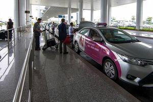 'Cò' taxi Nội Bài nhổ nước bọt vào nhân viên an ninh sân bay