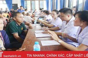 Đoàn tình nguyện Hà Tĩnh khám, cấp thuốc cho hơn 500 người dân Lào