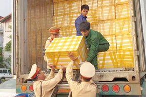 Kiên trì bám đuổi xe container chở hàng 'bẩn'