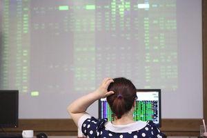 Thiếu vắng thông tin hỗ trợ, VN-Index liệu có vượt được mốc 1.000 điểm?