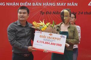 Kết quả Vietlott: Mua vé bán dạo, một phụ nữ tại Đà Nẵng trúng Jackpot hơn 4 tỷ đồng