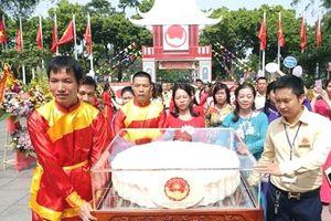 Trình diễn cặp bánh Trung thu lớn nhất Việt Nam