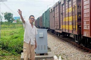 Cựu binh hơn 20 năm làm 'gác chắn sống' đường sắt