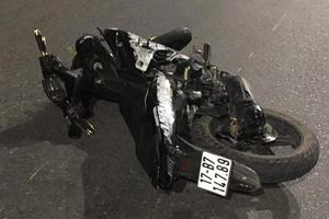 Xe máy kẹp 5 lao vào dải phân cách lúc nửa đêm, 4 người chết ở Thái Nguyên