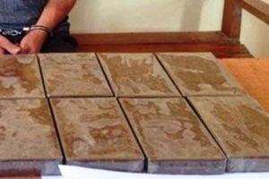 Bắt đối tượng vận chuyển 8 bánh heroin trên quốc lộ 1A