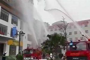 Clip: Xử lý tình huống giả định cháy tầng hầm chung cư ở Thanh Trì