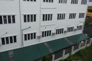 Trường học giữa Hà Nội xây xong 1 năm vẫn không có đường vào