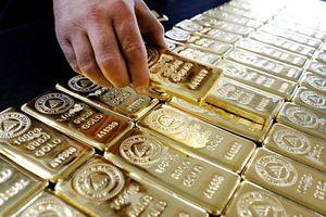 Thương chiến leo thang, giá vàng tăng mạnh phiên đầu tuần