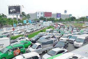 Đề xuất không gắn hộp đèn với xe hợp đồng dưới 9 chỗ: Taxi truyền thống lo bị 'khai tử'