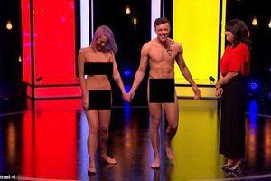Sốc với chương trình khỏa thân hẹn hò trên sóng truyền hình của Anh