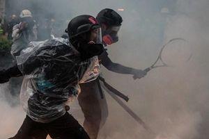 Biểu tình ở Hong Kong biến thành bạo lực, nhiều cảnh sát bị thương