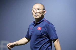 Đội tuyển Việt Nam chưa hội quân, HLV Park Hang-seo đã đón hung tin