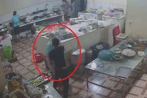 Tin mới vụ nữ phụ bếp trạm dừng nghỉ ở Hòa Bình bị tạt axit vào mặt