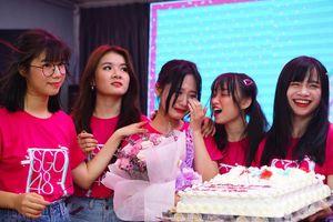 SGO48 bật khóc trước tình cảm của người hâm mộ trong buổi fan meeting đầu tiên tại TP. HCM