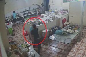 Hoàn cảnh éo le của phụ bếp trạm nghỉ bị tạt axit vào mặt ở Hòa Bình