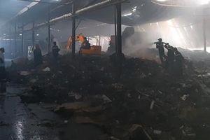 Cháy lớn tại nhà máy giấy ở Tiền Giang
