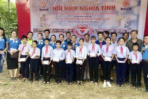 Tiếp sức đến trường cho 20 học sinh nghèo nhân dịp năm học mới