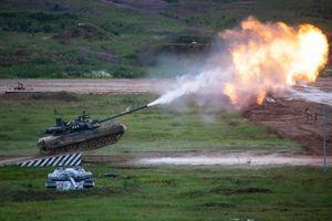 Lính Mỹ sung sướng lái thử siêu tăng T-80U Nga ở Hàn Quốc