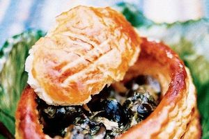Đặc sản khiến giới thượng lưu Pháp xuýt xoa, 'tín đồ' Việt khóc thét: Ăn ốc sên với bánh ngọt, tại sao không?