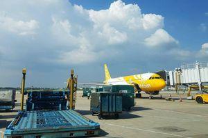 Chạy xe 'cắt mặt' máy bay tại Tân Sơn Nhất, một tài xế bị phạt nặng