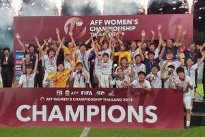 Tuyển nữ Việt Nam nâng Cup vô địch trên đất Thái Lan