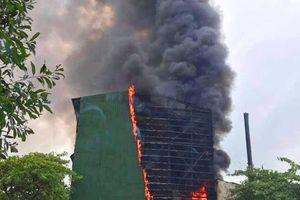 Nghệ An: Cháy ngùn ngụt ở Công ty kim loại màu Nghệ Tĩnh