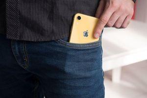 iPhone và các mẫu Samsung Galaxy phát ra phóng xạ cao hơn mức cho phép, có nên để điện thoại trong túi quần?