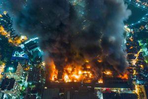 Cháy dữ dội ở công ty bóng đèn phích nước Rạng Đông