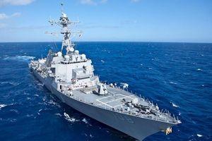 Tàu chiến Mỹ áp sát đảo nhân tạo phi pháp của Trung Quốc ở Trường Sa